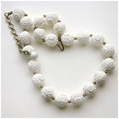 Cute White Vintage Plastic Floral Beaded Necklace