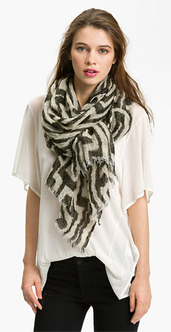 How to wear scarf over t-shirt