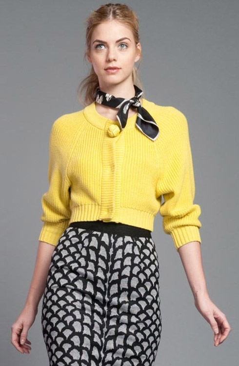 How to Wear Cropped Sweaters With Skirts - YLF