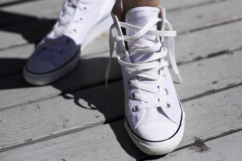 6b4a2333c8633e Pull the threaded laces so that the sneaker feels tight on your foot and  the laces look neat and tidy.