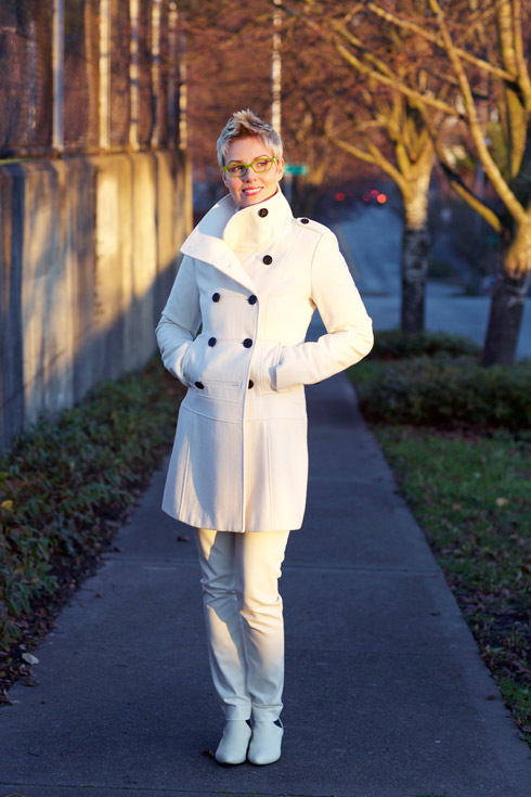 Cropped White - Coat Closed