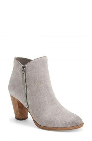 fa1fe6baee5 How to Wear Grey Footwear - YLF